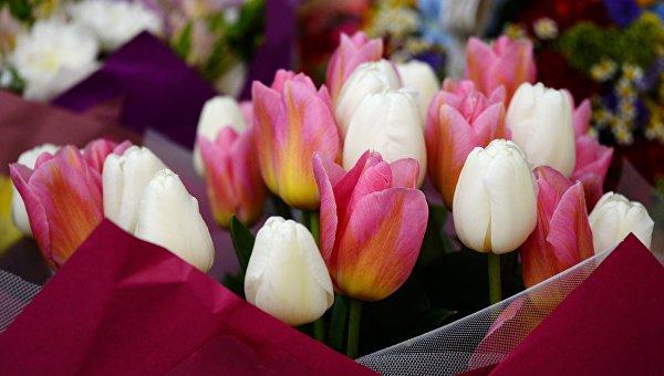 Цветы к 8 Марта. Архивное фото