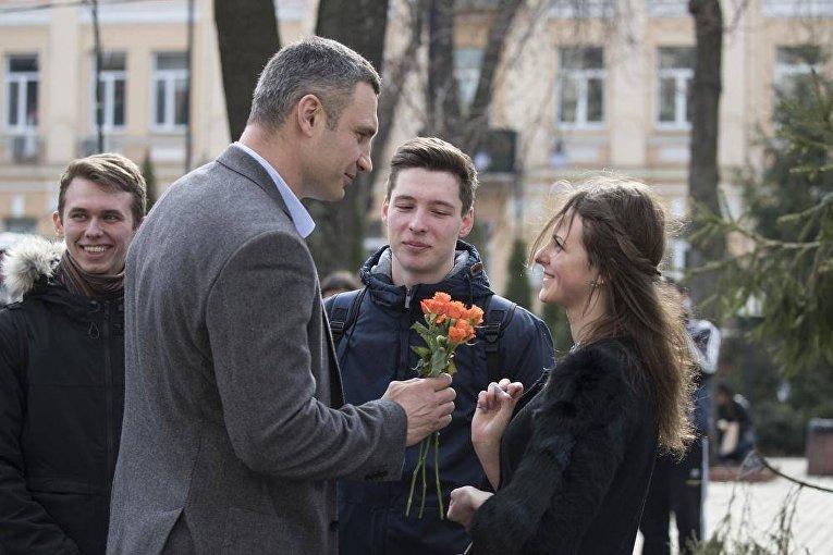 Кличко поздравил женщин с 8 Марта