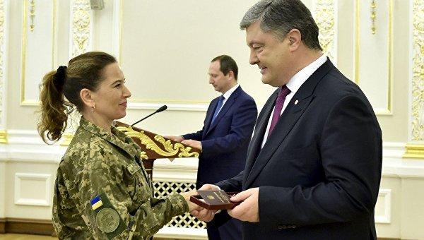 Порошенко наградил украинок к 8 Марта