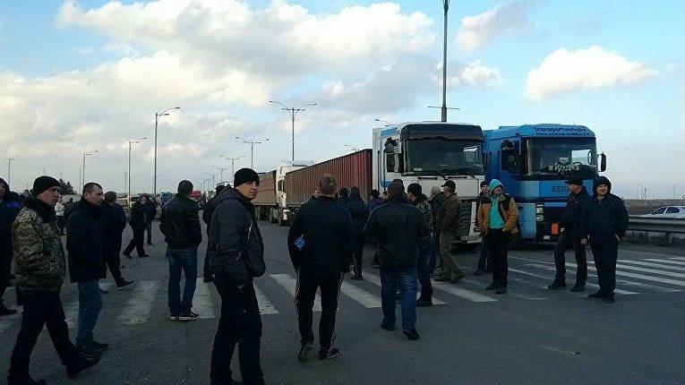 Перекрытие трассы Киев - Одесса возле Умани