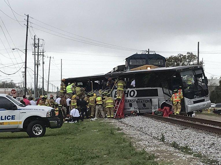 Смертельное столкновение поезда с автобусом в американском штате Миссисипи
