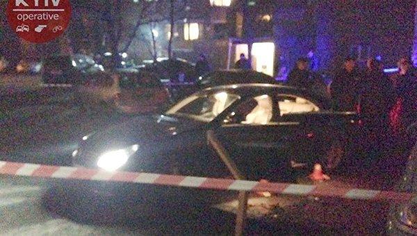 В центре Киева расстреляли Mercedes
