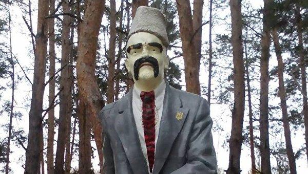Памятник Ленину превратили в памятник Шевченко в Луганской области