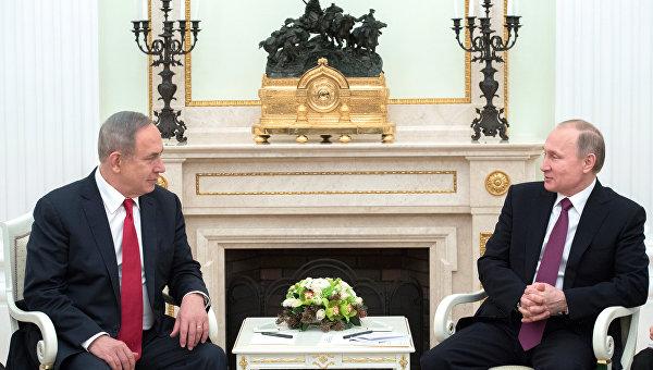 Президент РФ Владимир Путин и премьер-министр Израиля Биньямин Нетаньяху (слева) во время встречи.