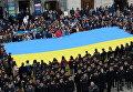 Массовое исполнение Гимна Украины во Львове