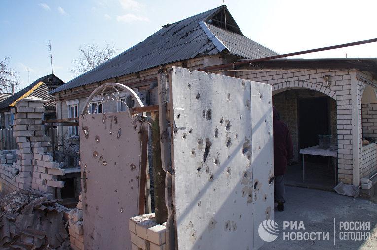 Последствия обстрела жилого сектора Стаханова