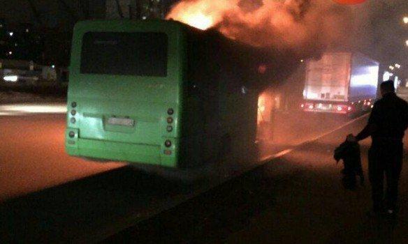ВКиеве сгорела дотла маршрутка