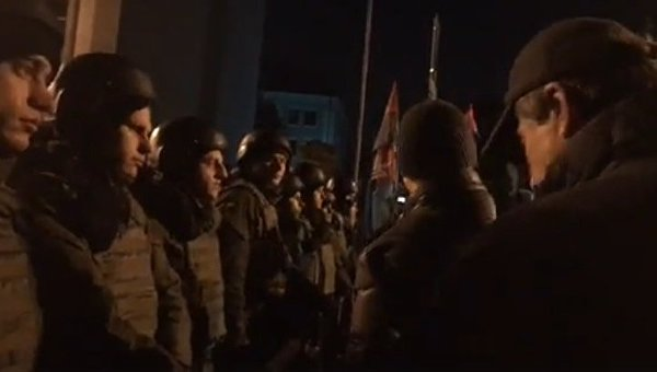 Участники митинга в поддержку длокады в Донбассе на Банковой
