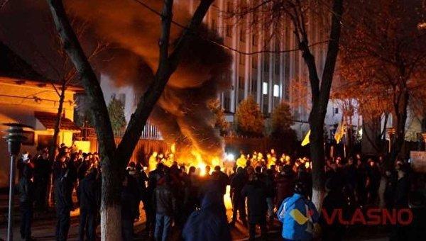 Сторонники блокады Донбасса пикетируют сооружение СБУ вВиннице