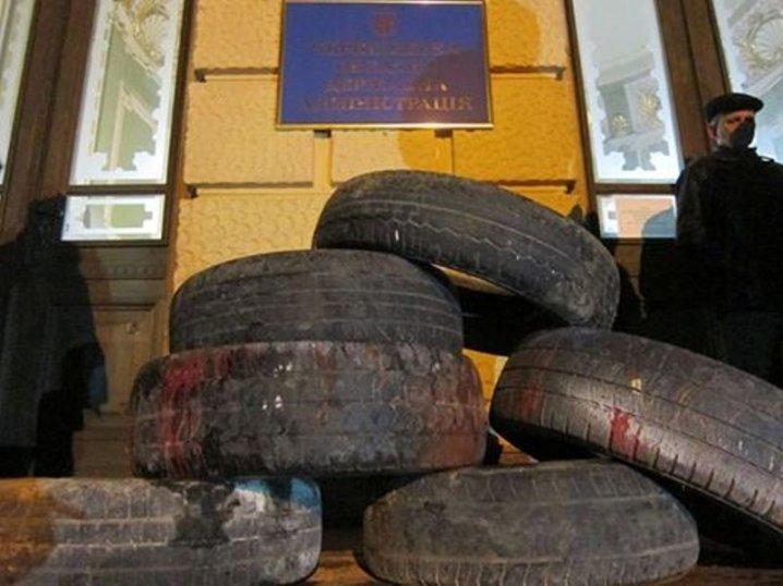 Автомобильные покрышки под Черновицкой ОГА