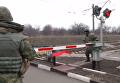 Правоохранители на ж/д переезде в населенном пункте Щербиновка Донецкой области