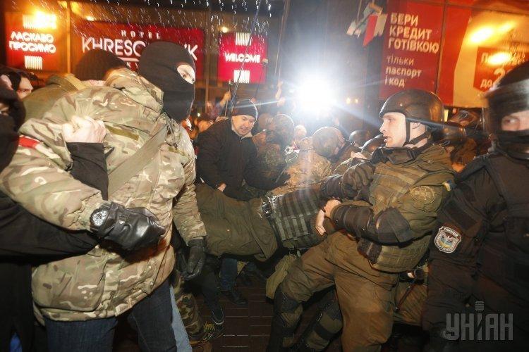 Митинг в поддержку блокады в Донбассе завершился стычками с правоохранителями