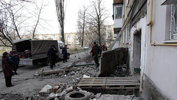 ВСУ обстреляли центр Ясиноватой изкрупнокалиберной артиллерии, умер гражданский