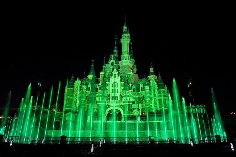 Ко Дню святого Патрика достопримечательности по всему миру позеленели
