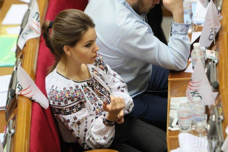 Народный депутат Елена Кошелева во время заседания Верховной Рады Украины
