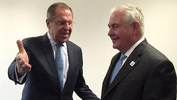 Министр иностранных дел РФ Сергей Лавров (слева) и государственный секретарь США Рекс Тиллерсон