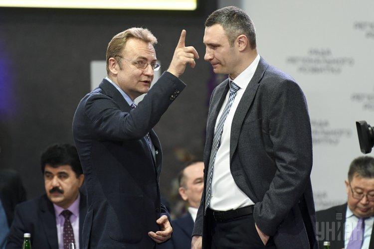 Мэры Львова Андрей Садовый и Киева Виталий Кличко на Совете регионального развития.