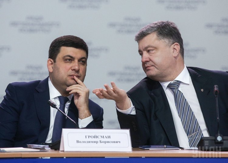 Премьер-министр Владимир Гройсман и президент Петр Порошенко во время заседания Совета регионального развития.