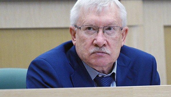 Представитель от исполнительного органа государственной власти Республики Татарстан Олег Морозов на заседании Совета Федерации РФ