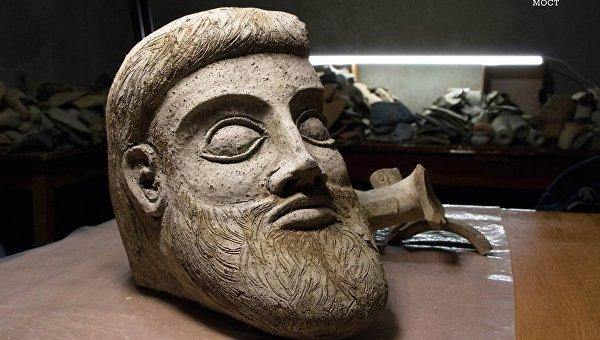 Фрагмент древней скульптуры, найденной в районе Керченского моста