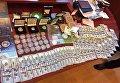 В Сумской области у полковника полиции нашли золотые слитки и флаг РФ