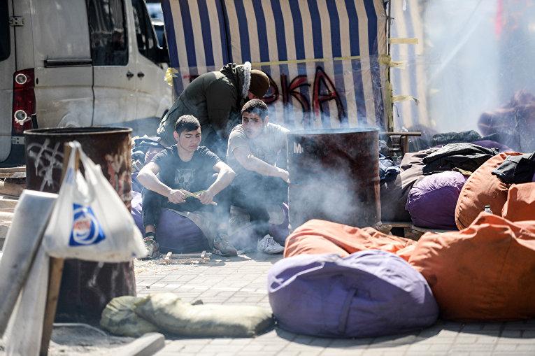 Национальный корпус под Сбербанком в Киеве