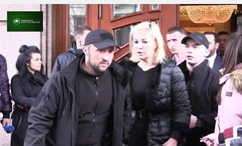 Жена Вороненкова на месте убийства