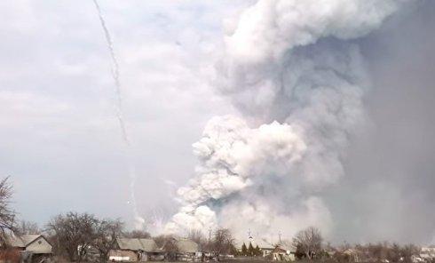 Мощный взрыв на военных складах в Балаклее