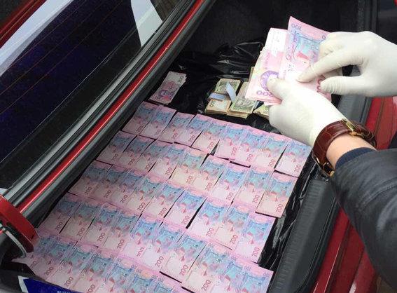 Навзятке в270 тыс. грн попался инспектор Фискальной службы