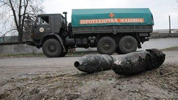 ГСЧС: в Балаклее продолжают взрываться боеприпасы