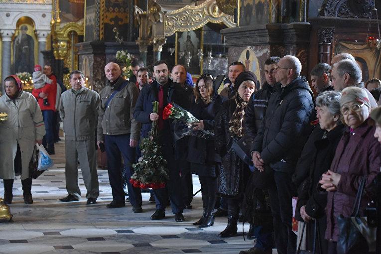 Илья Пономарев на церемонии отпевания Дениса Вороненкова