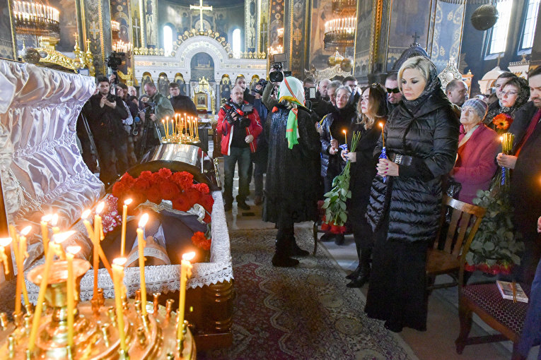 Мария Максакова на церемонии отпевания Дениса Вороненкова в Киеве