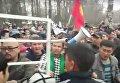 Стычка между митингующими и милиционерами в Бишкеке