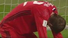 Курьез дня. Вратарь сборной Белоруссии пропустил гол между ног. Видео