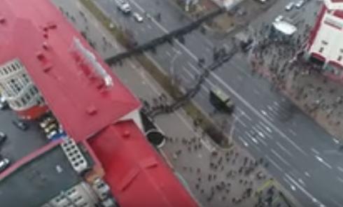 Разгон протестующих в Минске с высоты птичьего полета. Видео