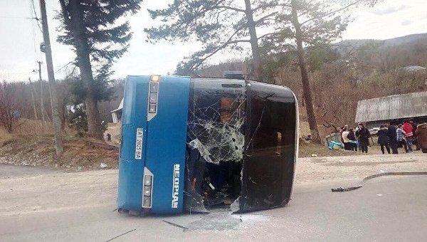 В Ивано-Франковской области перевернулся автобус с паломниками