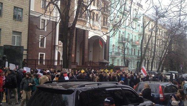 Акция в поддержку задержанных в День Воли в Белоруссии в Киеве