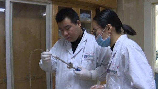 Лечащие врачи обсуждают состояние пациентки