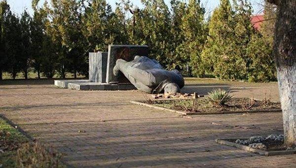 Когда нет денежных средств: ВЗакарпатье продали монумент Ленину нааукционе