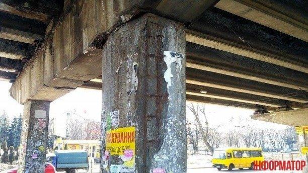 Автомобильный мост возле метро Нивки в Киеве