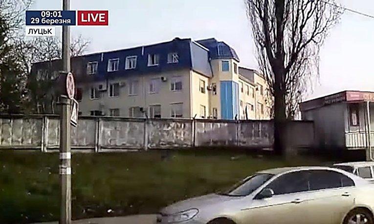 На месте обстрела генконсульства Польши в Луцке