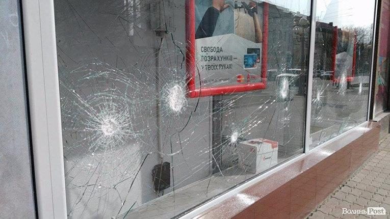 Атака на Альфа-банк в Луцке 29 марта 2017