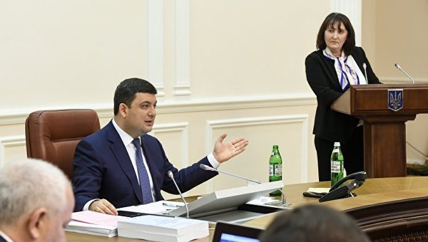 Владимир Гройсман и Наталия Корчак на заседании правительства