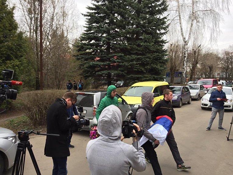 Акция протеста против работы российских банков во Львове