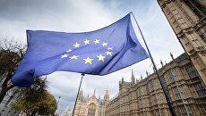 Флаг Европейского Союза на улице Лондона. Архивное фото