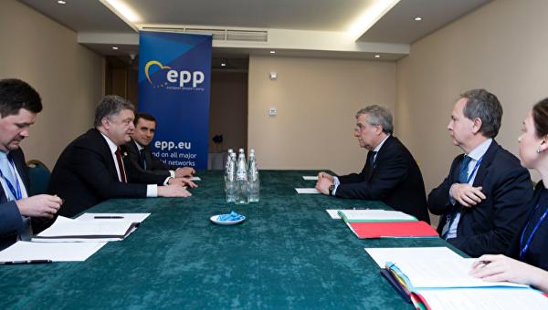 Президент Украины Петр Порошенко в разговоре с председателем Европарламента Антонио Таяни