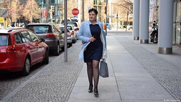 Савченко появилась вБерлине вкоротком платье инакаблуках