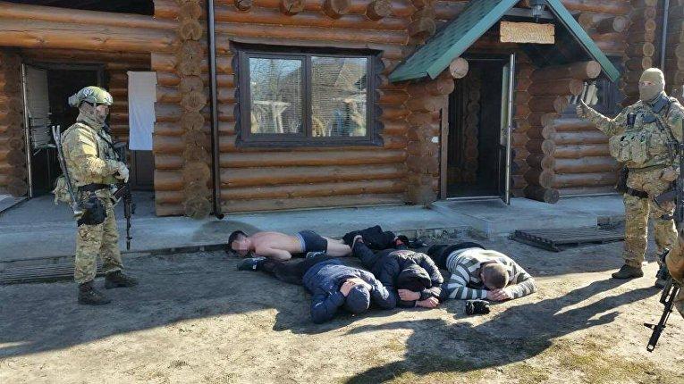 Луценко: Людей наЧерниговщине истязали в«религиозной общине»