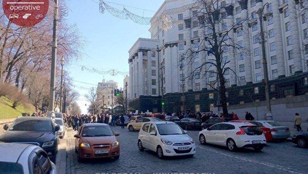 В Киеве протестующие сотрудники газовых автозаправок перекрыли ул. Грушевского