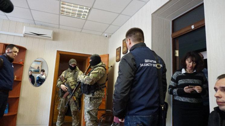 Силовики изымают документы в Бердянском морском порту